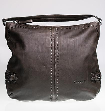 Středně velká hnědá kabelka s pevným uzavíráním