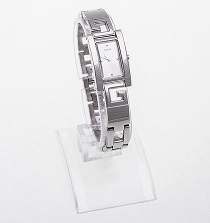 Dámské elegantní stříbrné hodinky Guess 153402674d