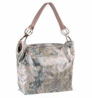 Krémová kabelka s přívěsky a diagonálními kapsami