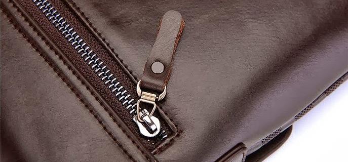 9426356e9 Nastavitelný popruh a hlavní kapsa na zip. Pánská taška značky POLO ...