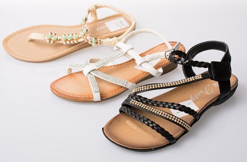 a7c4fb64ce Sleva 40 % na dámskou letní obuv – sandály za 299 Kč