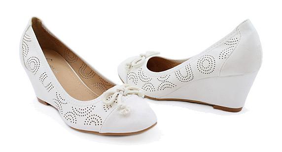 561703d0ba5 50% sleva na dámskou elegantní obuv Rio – lodičky od 299 Kč