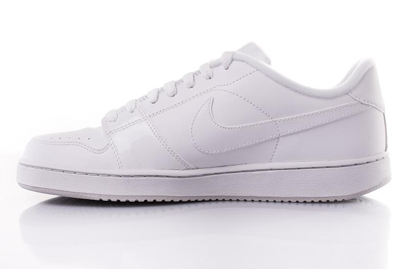 Dámské a pánské značkové boty na sport · Kvalitní tenisky oblíbených značek  Nike nebo Kappa levně ... b78f5424cea