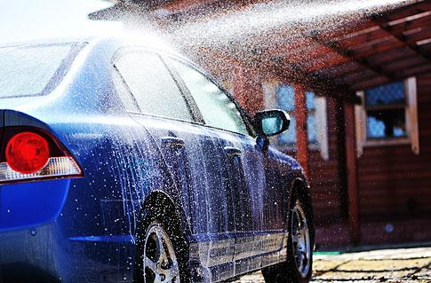 Ruční mytí a vyčištění interiéru vozu