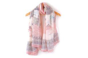 Moderní šátek v růžovém provedení