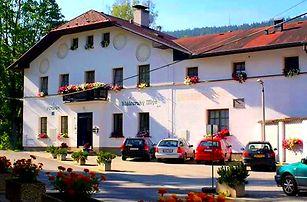 Pobyt v penzionu Klášterský mlýn pro dva s polopenzí, lahví vína, tenisový nebo víceúčelový kurt atd