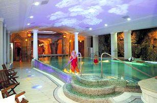 Luxusní wellness v Karlových Varech s polopenzí!