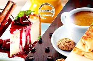2x svařák či 1x domácí dort/palačinka se sýrem + 1x cappuccino /svařák v kavárně u Orloje