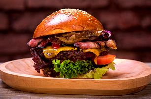 Pořádné burgerové menu s Coleslawem a limčou