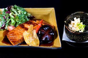 Japonské polední menu s polévkou a lososem