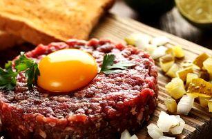 50% sleva na tatarský biftek s kopcem křupavých topinek
