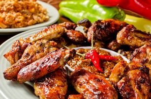 400g namíchaný tatarák + 16 ks topinek nebo 2,4kg kuřecích křídel v marinádě + pečivo
