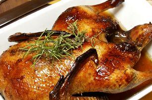 Dvě kila pečené kachničky, 2 druhy knedlíků a bílé zelí. Jedinečné kachní hody v hospůdce U Fíčků.