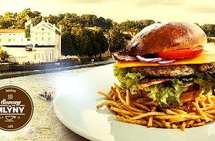 Maxi burger: maso dle výběru, domácí bulka a hranolky. Sovovy Mlýny - Malá Strana