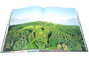 Kvalitní šitá fotokniha: vaše fotografie, formát A4 na výšku a celkem 64 stran