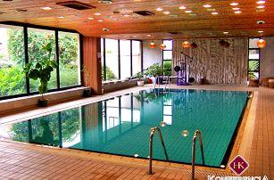 Maďarské lázně Györ pro DVA s polopenzí a neomezeným bazénem a saunou