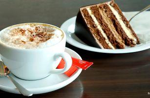 Kávička a dezert v kavárně v OC Hostivař