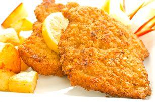 1kg kuřecí řízky, hranolky, tatarka, pečivo, citron a malinová limonáda. Menu až pro 4 osoby