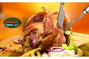 1 200 g pomalu pečeného marinovaného kolene bez kosti v restauraci U Klimešů u Jesenice