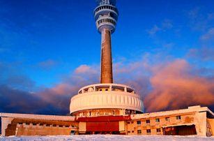 Zimní pobyt ve vysílači Praděd ve výšce 1491 m.n.m. včetně polopenze pro 2 osoby. Nejvýše položený hotel a restaurace v ČR!