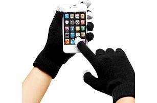 Nadčasové rukavice na mobil nebo tablet s elektricky vodivým materiálem na konečcích třech prstů.