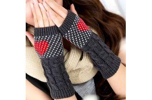 Dámské pletené bezprsté rukavice se vzorem srdce