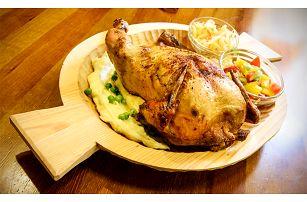 Celé Švejkovo kuřátko s bramborovou kaší a zeleninou v Praze