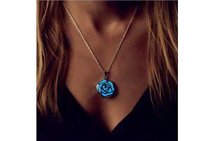 Svítící náhrdelník s přívěskem květiny