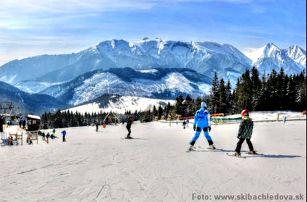 Výborná lyžovačka v Beliianských Tatrách. Pobyt pro dva s polopenzí. Dítě do 15 r. zdarma.