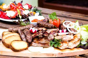 Balkánské menu: pljeskavica, pečeně i zelenina