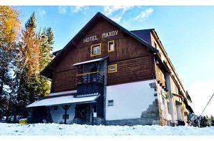 3–4denní pobyt pro dva nebo rodinu s polopenzí v Jizerkách v hotelu Maxov