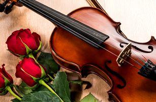 Valentýn v kostele podbarvený klasickou hudbou