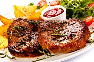 2x 250g steak z krkovičky s americkými bramborami, omáčkou a vídeňskou cibulkou