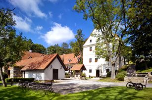 Vysočina pro DVA s bazénem a polopenzí v luxusním 4* hotelu nedaleko historické Telče
