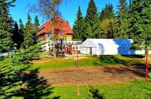Jarní dovolená nebo Velikonoce na horské chatě Zvonice v Krkonoších s polopenzí, děti zdarma