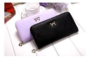 Elegantní dámská peněženka s drobným ozdobným prvkem