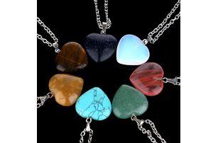 Náhrdelník s přívěskem z přírodního kamene a ve tvaru srdce