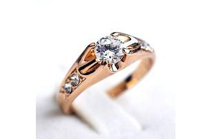 Dámský prsten s kamínkem - elegantní