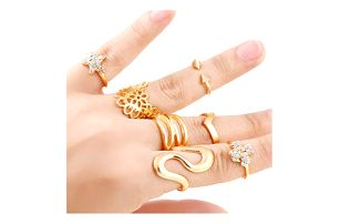 Sada prstýnků na články prstů ve zlatě barvě