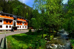 Rezort Riverside Jasná v Tatrách s polopenzí a wellness