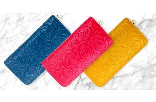Peněženky z pravé kůže s reliéfními růžemi