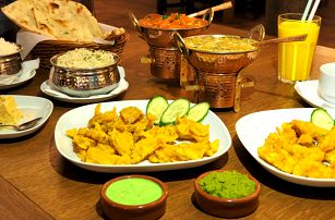 Stůl plný chutí: Orientální 3chodové menu pro 2