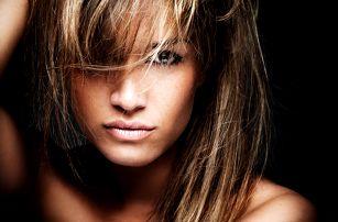 Dámský kadeřnický balíček pro všechny délky vlasů: střih, melír, barvení či ombré na Praze 3