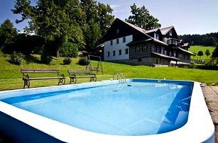 Relaxační pobyt s polopenzí v penzionu Chata pod lipami. V ceně vstup do sauny, vířivky a fitness.