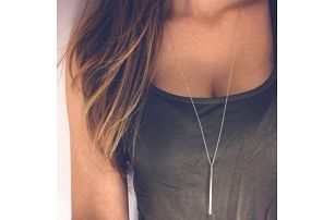 Dámský jednoduchý náhrdelník s podlouhlým přívěskem - dodání do 2 dnů