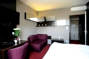 Kroměříž, 2-6 dní pro dva ve 3* hotelu: polopenze, degustace vín, bowling. možnost wellness