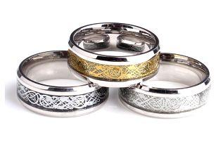 Prsten imitující severskou mytologii