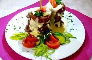 """""""Strongholdská věž"""" pro dva: 2x kuřecí maso, bramboráky, dip"""