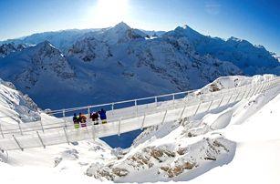 Švýcarsko: po visutém mostě a ledovcovým tunelem