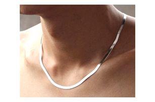 Plochý řetízek v jednoduchém designu - stříbrná barva